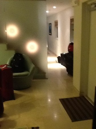 Santa Maria Suites: Living Room towards Kitchen