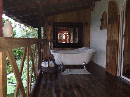 Hacienda Siesta Alegre: Tree house bathtubs