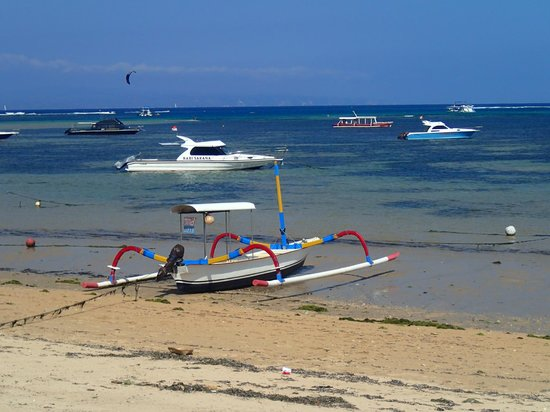 Puri Santrian: The beachfront at Sanur