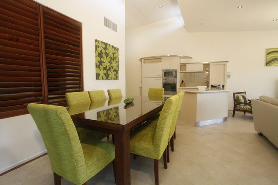 Saltwater Luxury Apartments: 3 Bedroom Penthouse Living Area Photo 2