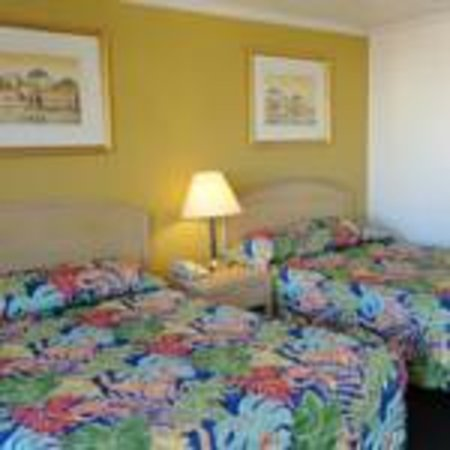 Imperial 400 Motor Inn: Queen Room with 2 Queen Beds