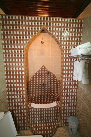 Tembo House  Hotel & Apartments: Bathroom