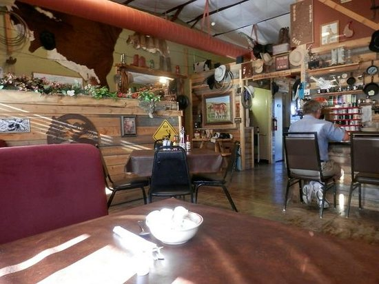 Woodshed Cafe : small dininf room