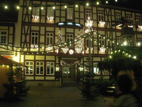 Ringhotel Weisser Hirsch: マルクト広場から眺めたホテル