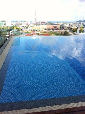 The Senses Resort : Jacuzzi area in adult pool