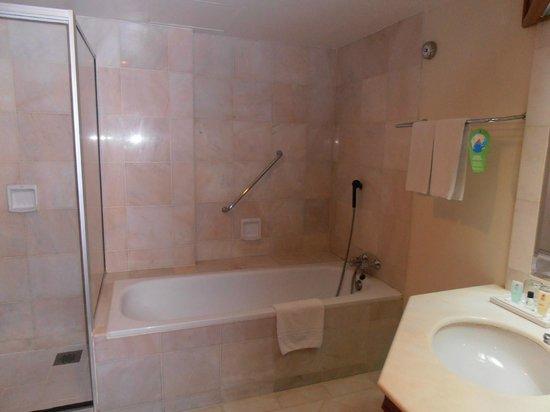 Sabah Hotel Sandakan: Bathroom