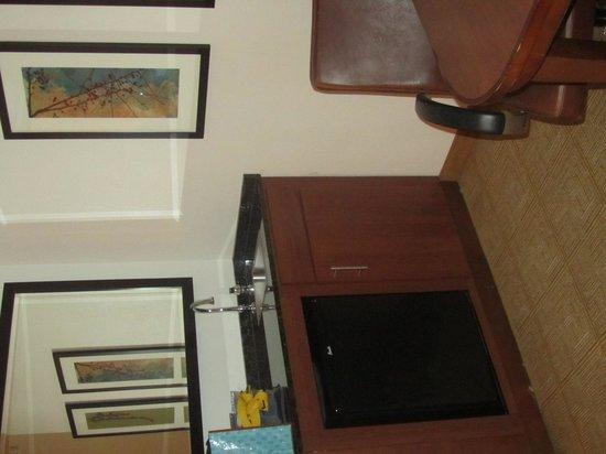 Hyatt Place Ontario / Rancho Cucamonga: room 402