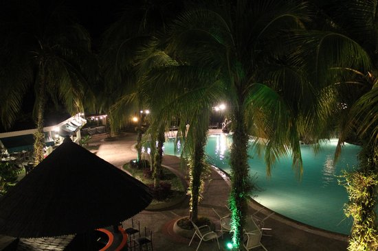 Sabah Hotel: Pool Area at night