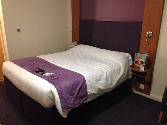 Premier Inn Manchester Airport (M56/J6) Runger Lane North: Bed