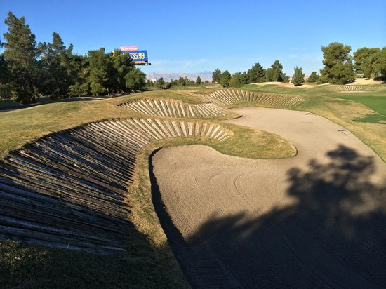 Desert Pines Golf Club : desert pines - #3 fairway bunkers