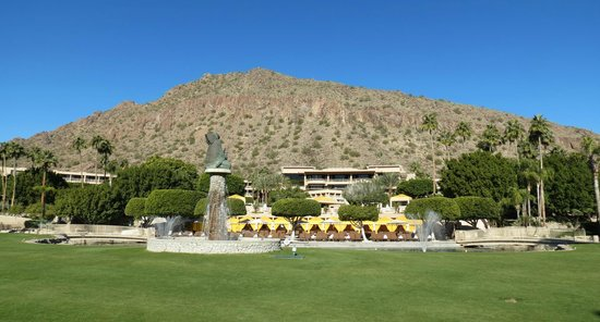 The Phoenician, Scottsdale: Hotel and pool area with Camelback Mtn in the background