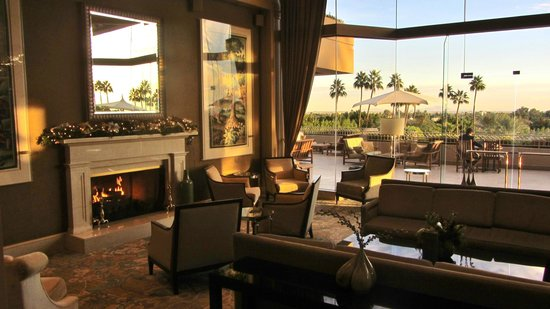 The Phoenician, Scottsdale: Sitting area by hotel lobby