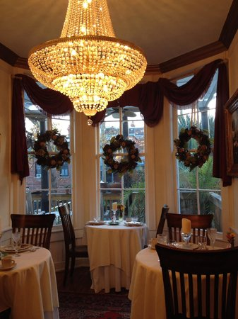 The Olde Savannah Inn: breakfast room