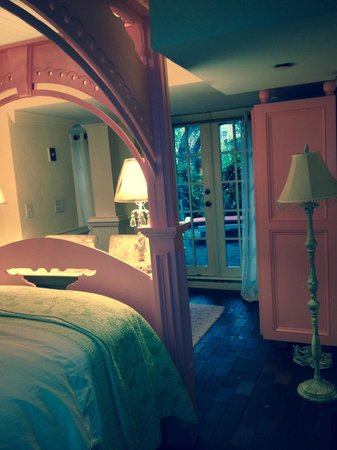 "Justine Inn Savannah: ""Pink room"" with doors to terrace"