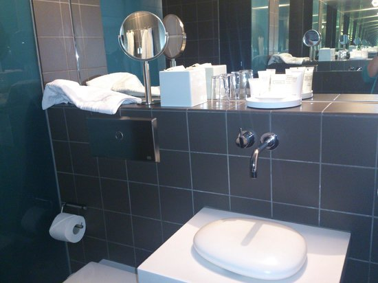 Hotel Skeppsholmen: Stylish bathroom
