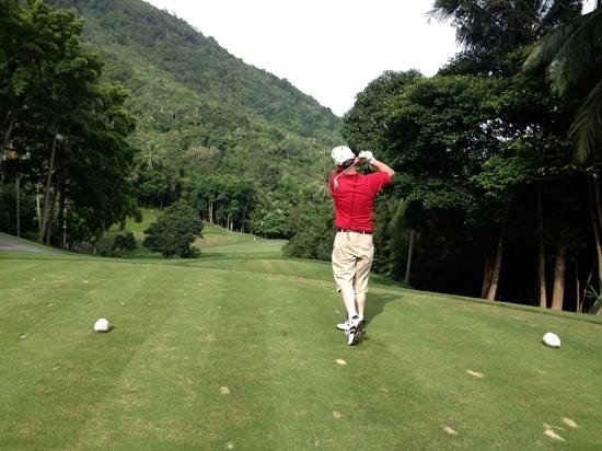 Santiburi Samui Country Club: tight Par 3 get caddy to talk metres not yards went out back edge twice!