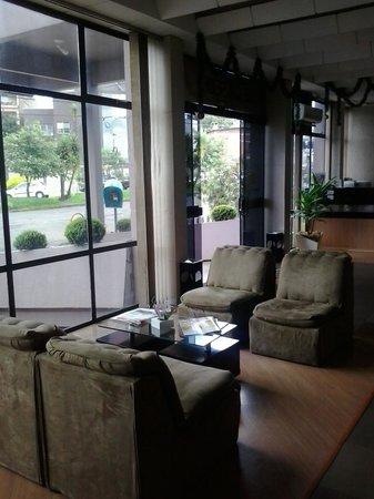 Hotel Harbor Inn Erechim: Sala de estar