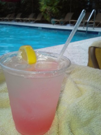 Parrot Key Hotel and Resort : Drinks by Pool