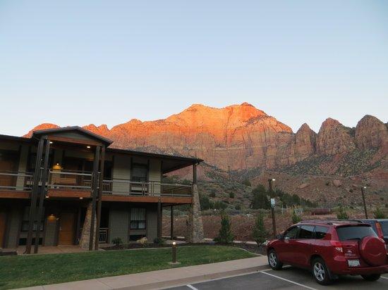 La Quinta Inn & Suites at Zion Park / Springdale: Room exterior with view