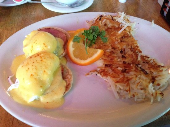 Old Monterey Cafe: Egg Benedict California style