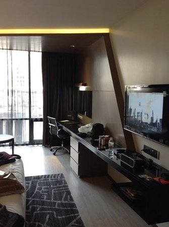 Best Western Premier Sukhumvit : la habitacion preparando el equipaje