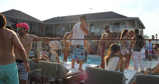 The Montauk Beach House: pool party