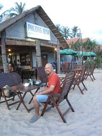 Phuong Binh House: Beach front