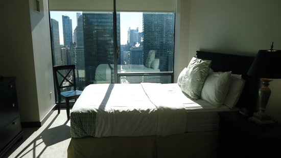 State and Grand by BridgeStreet Worldwide: Small Room