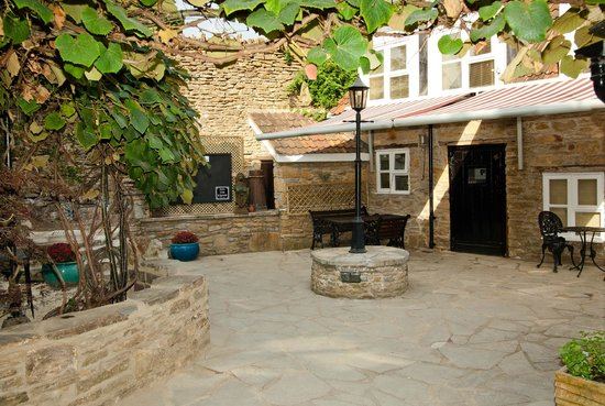 Inn The Square: sunny courtyard