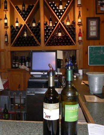 Mullica Hill, NJ: Wine tasting at the Heritage Vineyard