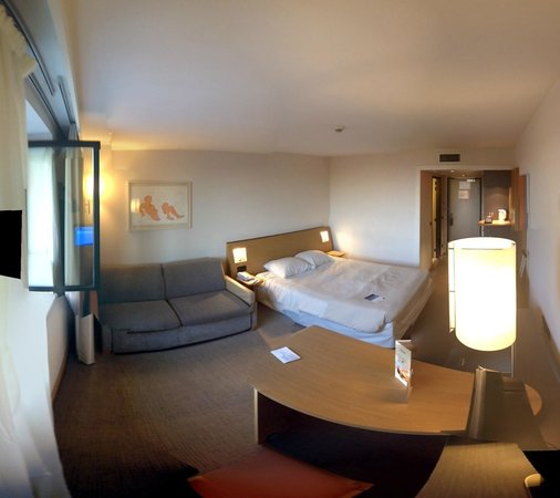 Novotel Roissy CDG Convention & Spa: Panoramic of room (single queen)