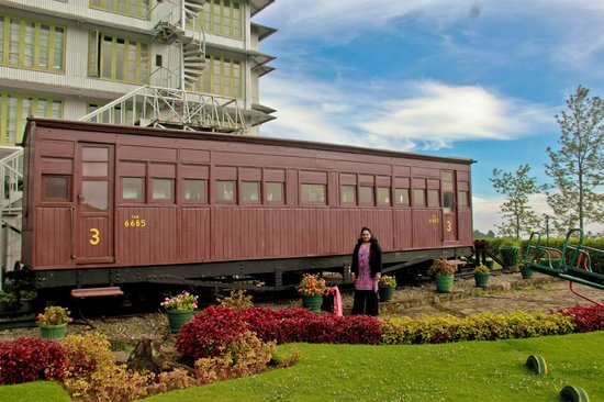 Heritance Tea Factory: an old train still preserved and used as a restaurant