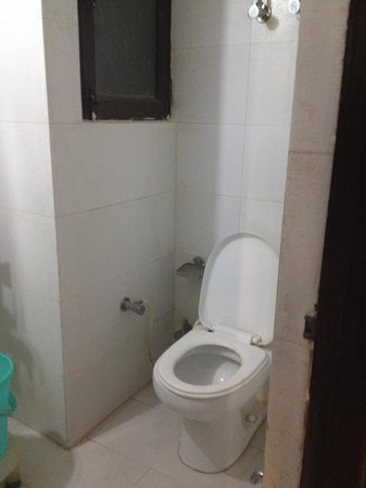 Hotel Shelton: Bathroom 1