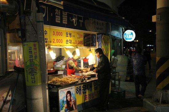 Haeundae MK: motel surrounding- market nearby