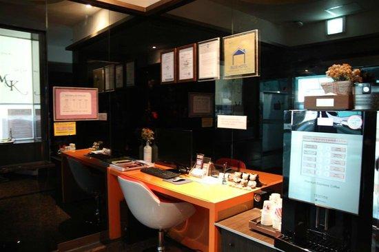 Haeundae MK: desktop and coffee maker at lobby