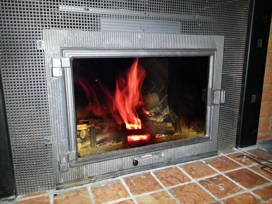 Le Eriche: the fireplace