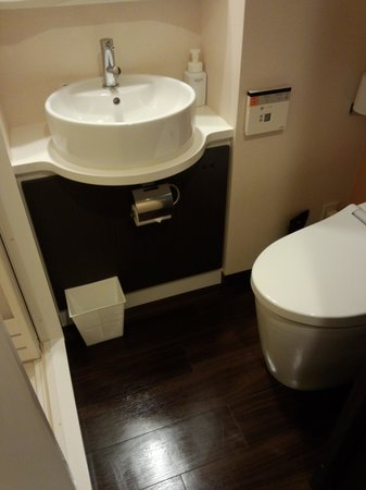Ours Inn Hankyu: トイレです。シャワーブースと別です