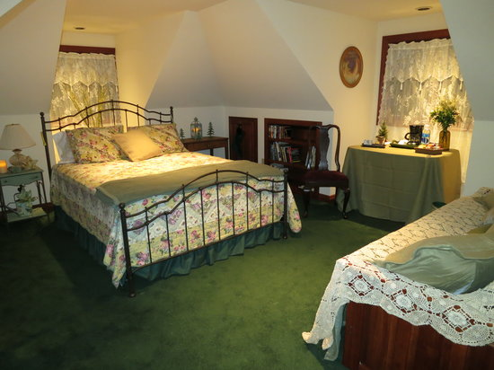 Cottage Lake Gardens Bed and Breakfast: Garden Room