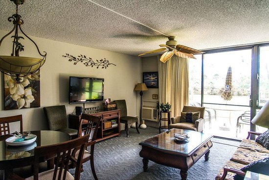 Kamaole Sands: The living room in 5-111