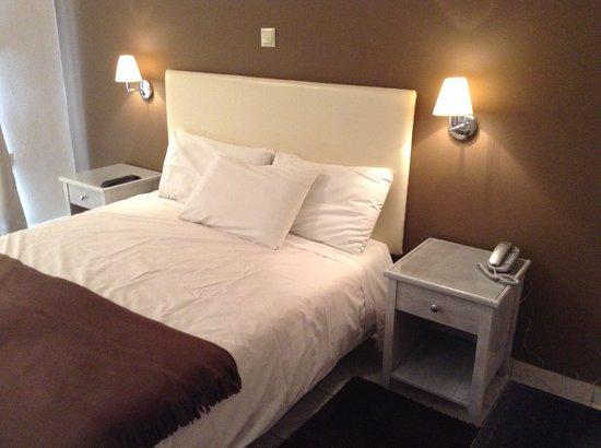 Adonis Hotel: R-302