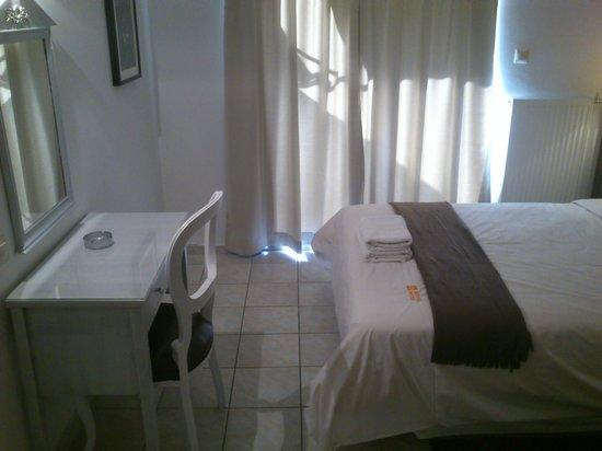 Adonis Hotel: R-303