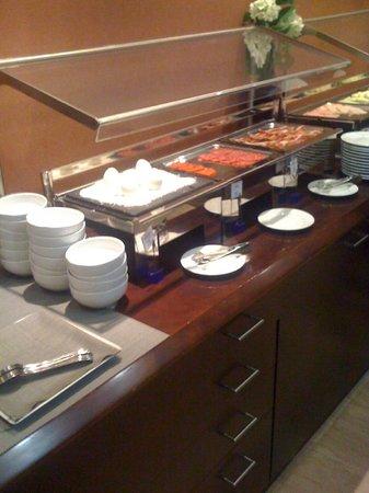 BCN Urban Hotels Gran Ronda: Buffet colazione