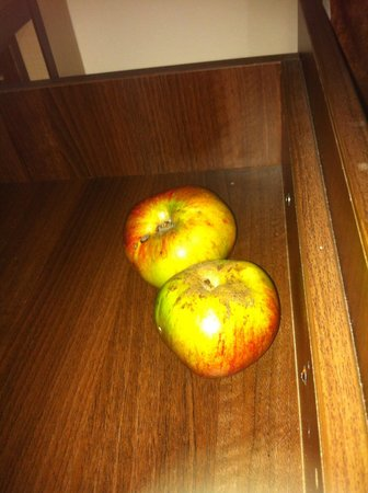 Gatwick White House Hotel : Apple anyone! Found in the draw!