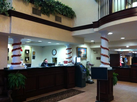 Comfort Suites Newark: front desk loyal staff