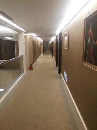 Kilin Hotel : 廊下