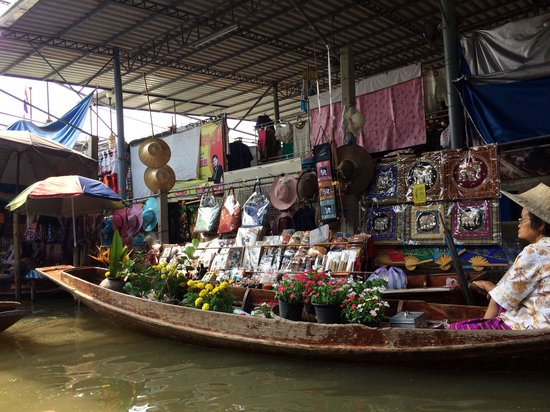 Wat Sai Floating Market: At hrs floating market