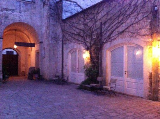 Palazzo Guglielmo Albergo Diffuso: Le stanza affacciate sulla corte