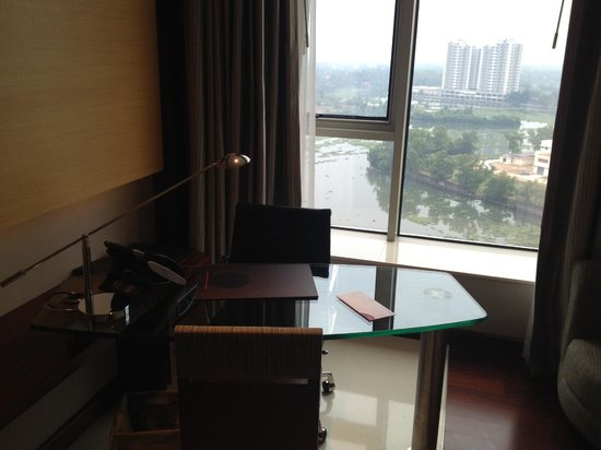 Crowne Plaza Kochi : Desk