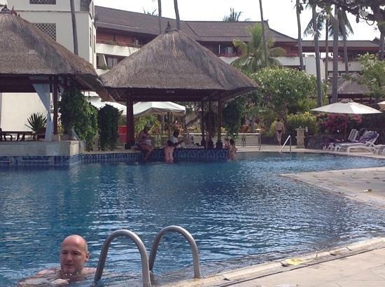 Nusa Dua Beach Hotel & Spa: The main pool - with bar.