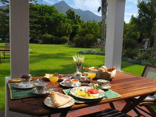 The Garden Villa: Breakfast